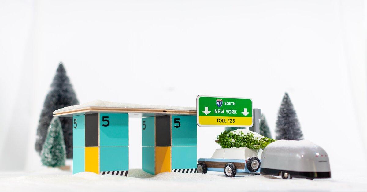 Candylab Toys coches de juguete de madera de estilo mid-century americanos. Caravana y autopista