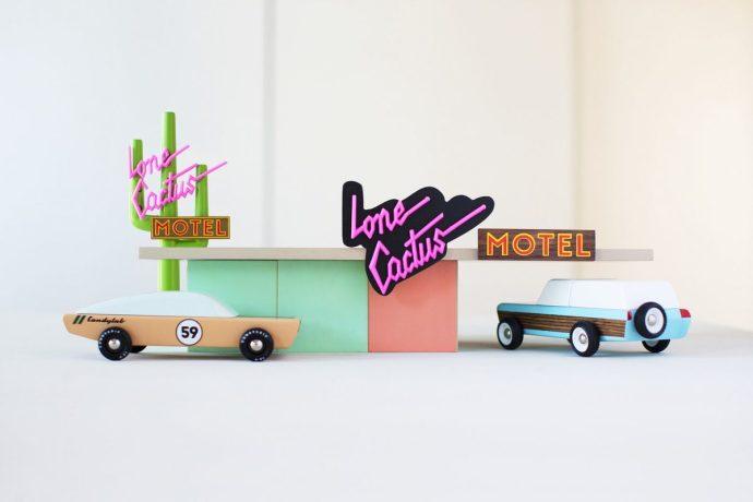 coches de juguete estilo mid-century