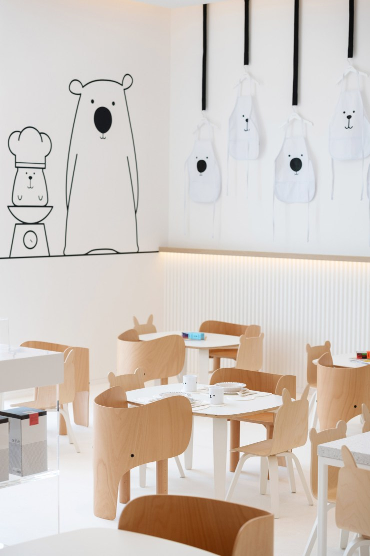 Restaurante para niños White and The bear. Dubai. Interiorismo minimalista