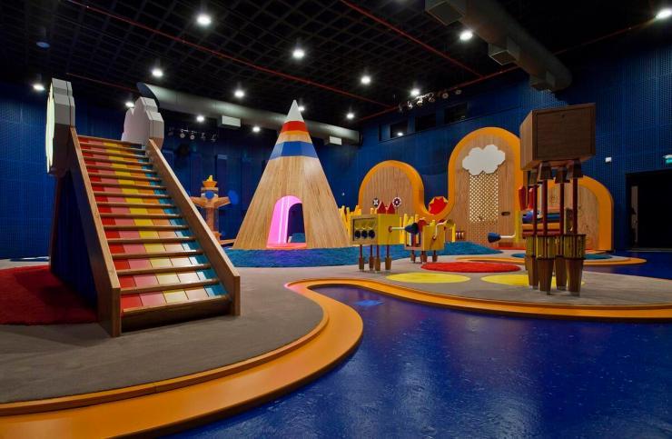 instalacion para niños iupiiiii. CINCO. Centro cultural Usina del Arte Buenos Aires. elastica magazine