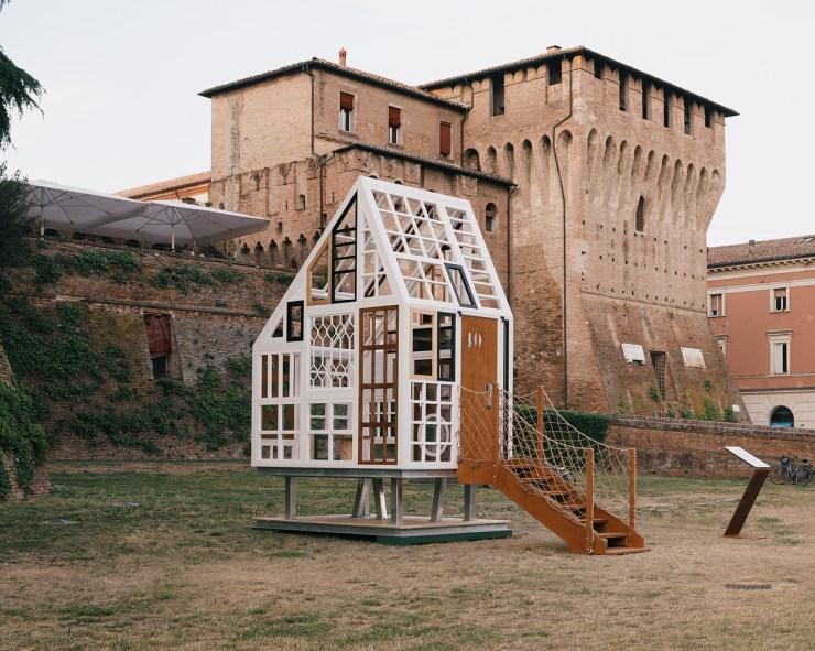LUNETTE casita Federico Babina hecha de ventanas por Edilpiù