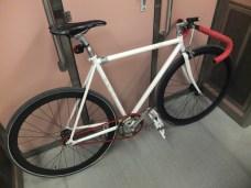 Το πρώτο μου fixed gear ποδήλατο. Αποφάσισα να το δώσω στον αδελφό μου και να πάρω κάτι καλύτερο, όντας ενθουσιασμένος με το είδος ποδηλάτου.
