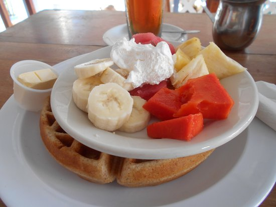 waffles-with-fruit