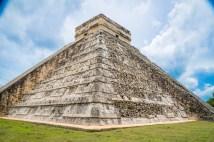 El Castillo, também conhecido como a Pirâmide de Kukulcán.