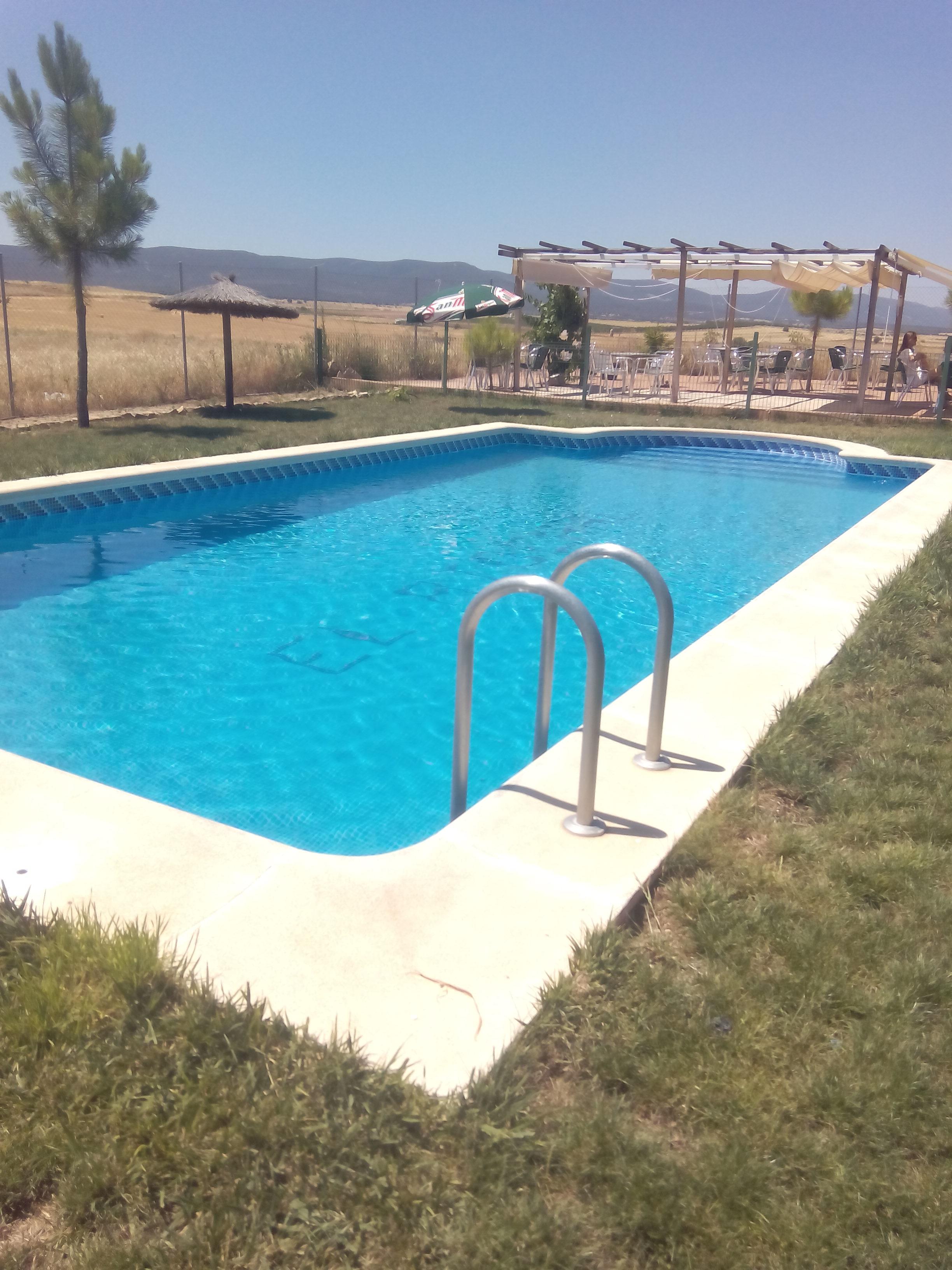 piscina de agua salada en la casa rural de orgaz den toledo