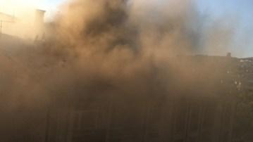 Elazığ'da yangın, çevreyi dumanlar sardı