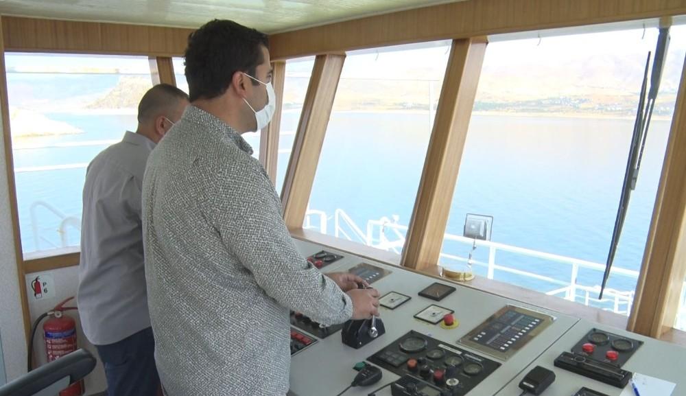 Başkan Alan, Elazığ-Tunceli arasında feribotla yolcu taşıdı
