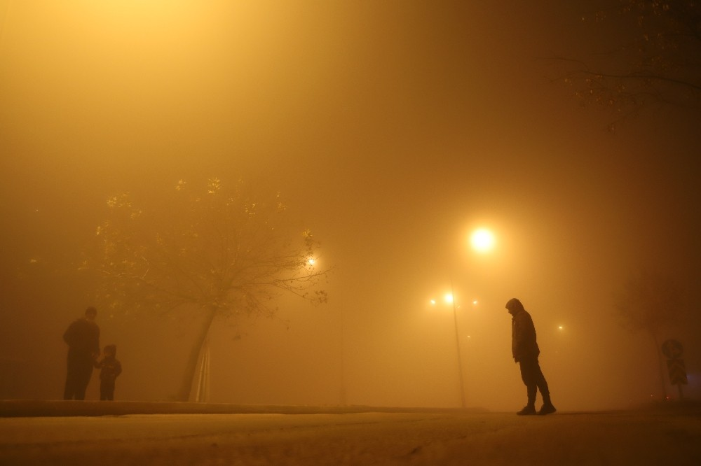 Elazığ'da sis bastırdı, göz gözü görmüyor