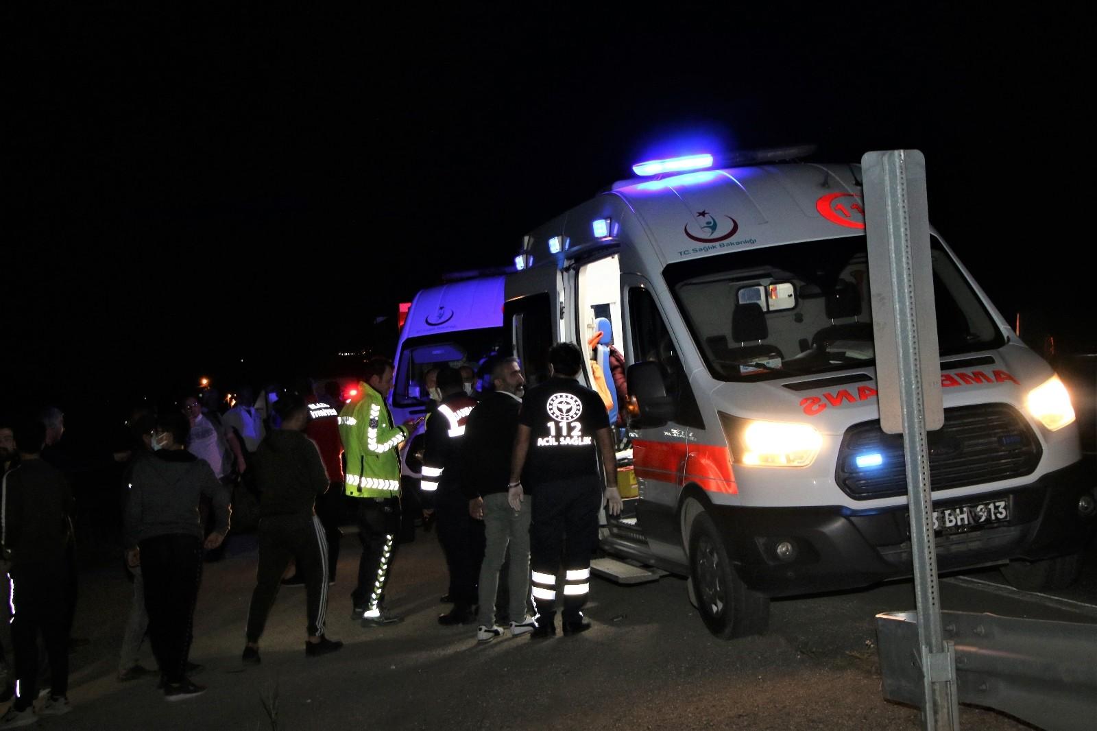 Elazığ'da çarpışan araçlar şarampole yuvarlandı: 2'si ağır 5 yaralı