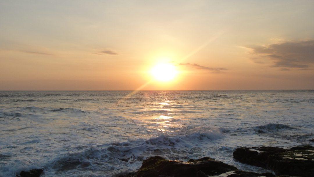 Cae el sol en Tanah Lot