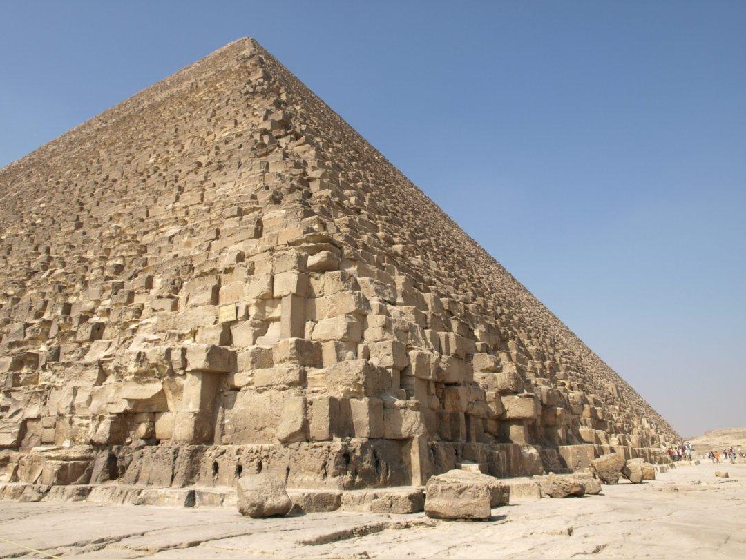 Y piedra a piedra - Pirámide