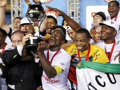 Liga Tri-Campeón de América: Fotos y goles de la conquista de la Copa Sudamericana 2009.  (4/6)