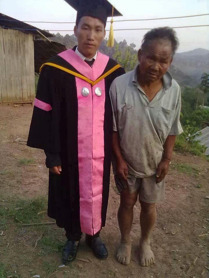 el hijo graduado de un pobre granjero