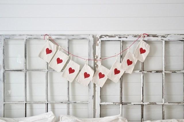 Cabecero-guirnalda-corazones-san-valentín-diy