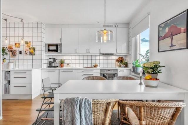 DECO | Una cocina en blanco llena de luz