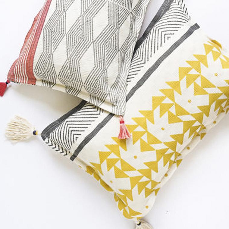 diy-bonitos-cojines-personalizados-trapos-tassel-resultado