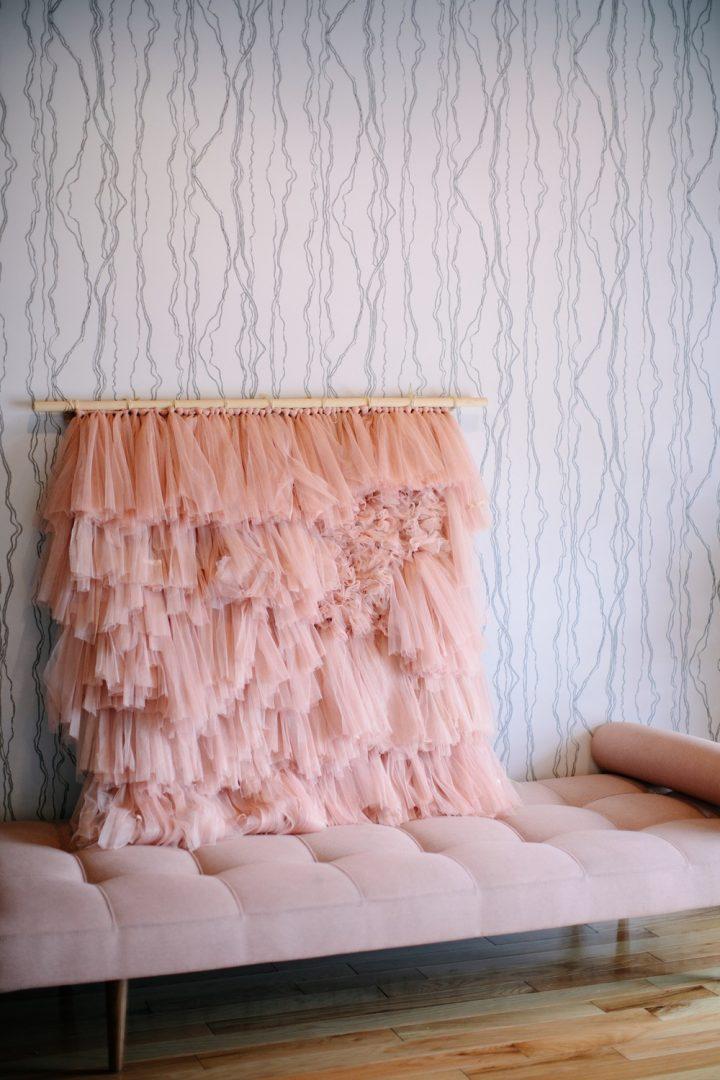 DIY | Tutorial para hacer tu tapiz de tul rosa - El blog de Laucreativa