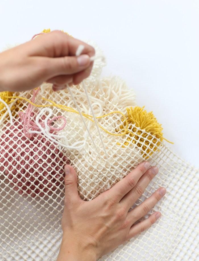 DIY | Haz una alfombra de pompones - El blog de Laucreativa