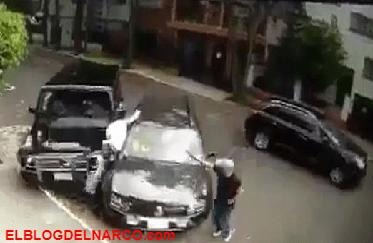 Lo intentan levantar pero héroe anónimo en camioneta blindada de lujo lo salva y atropella a uno de los secuestradores (VÍDEO)