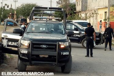 Sicarios rafaguean y ejecutan a 2 policías y un civil en Salvatierra, Guanajuato.
