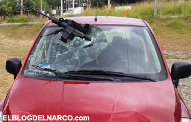 Conductor atropella a un Zeta que lo quería levantan en un narcoreten de Tamaulipas, su arma quedo incrustada en el parabrisas
