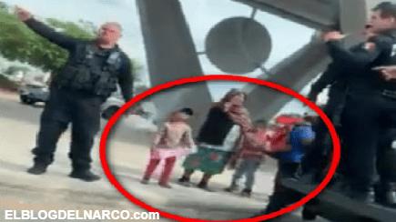 """Captan a policías que se convirtieron en """"Santa Claus"""", salieron a regalar sonrisas a los niños"""