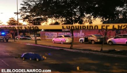 Lo levantaron, forcejeo, lo bajaron del vehiculo y lo ejecutaron en plena calle de Sinaloa (VÍDEO)