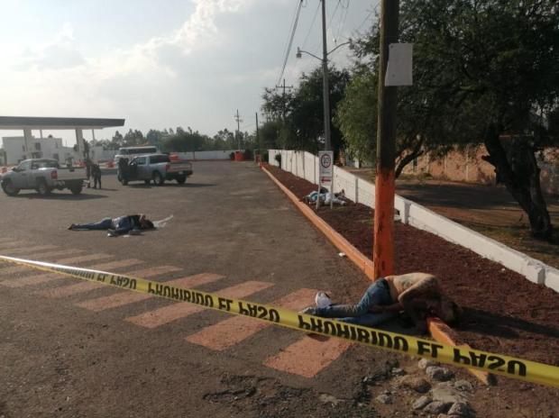 Fotos de la Masacre en Guanajuato, sicarios ejecutan a seis hombres y 2 mujeres en Gasolinera (5)