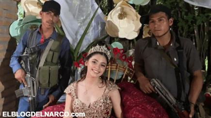 Lo de hoy es usar Sicarios no Chambelanes, Quinceañera posa con Sicarios bien armados en su fiesta