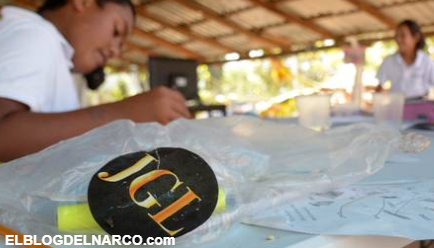 FOTOS: Los Chapitos construyen escuela temporal, la equipan hasta con pantallas y equipo de computo