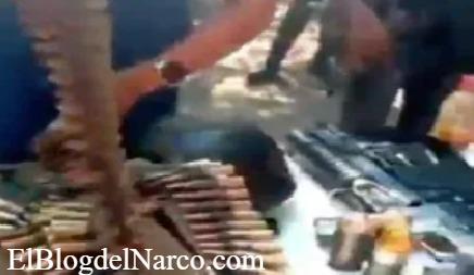 Video donde la Chonita, sicaria de La Familia Michoacana muestra armas que le quitaron al CJNG