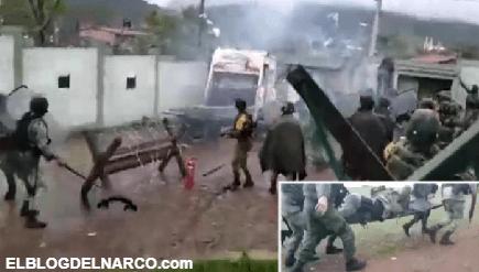 VIDEO Así atacaron pobladores del Narco a Soldados en Cuartel Militar en Michoacán