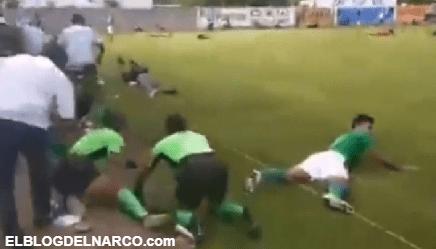 Video de la Masacre en pleno partido de futbol, con cuerno de chivo matan a vocalista de la banda Sencillita