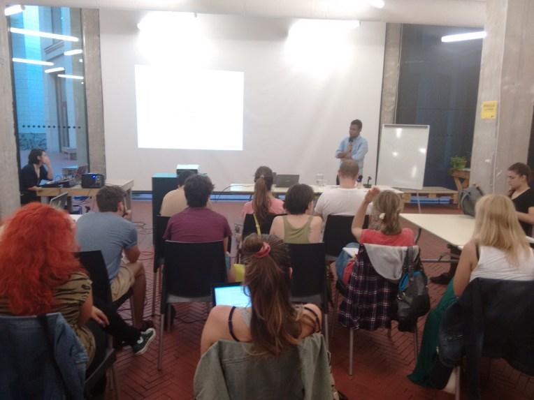 ¿Sabías que en Medialab Prado, la escuela digital de la Comunidad de Madrid, tienes todo tipo de cursos gratuitos a tu disposición? ¡Infórmate!
