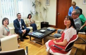 Recepción no Concello de Carballo, con Evencio Ferrero, o alcalde, ao fronte.