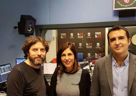 Nuestra visita a M21, la radio del ayuntamiento de Madrid. La aprovechamos para intervenir en el programa que esta emisora dedica ¡a los libros!
