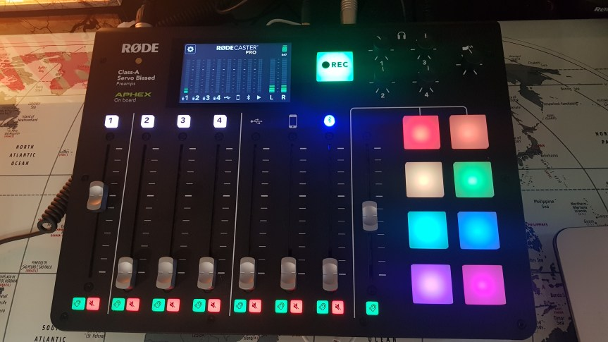 RODECASTER PRO.jpg