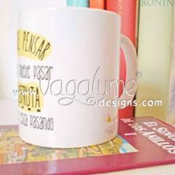 taza_deja_de_pensar_en_lo_que_pueda_pasar_y_disfruta_de_lo_que_esta_pasando_regalos_originales_con_mensaje_para_todos_vagalume_designs_3web