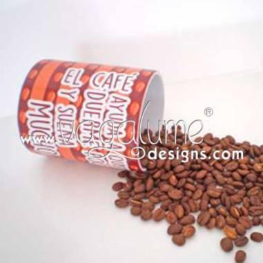 taza_el_cafe_ayuda_a_quien_duerme_poco_y_suena_mucho_regalos_originales_mensaje_divertido_vagalume_designs_2web