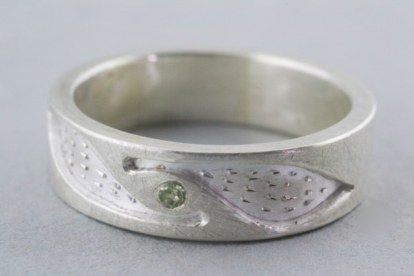 Fox silver ring with peridot