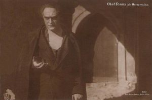 Homunculus (1916), la criatura que, atormentada por su condición y su incapacidad de amar, se alzara como una figura demagógica destructora y soberbia.