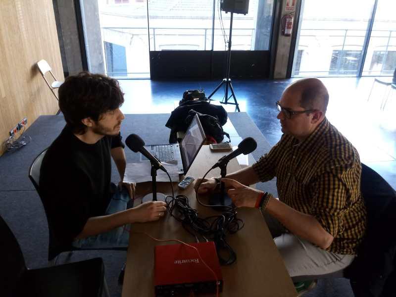Javier F. Negro entrevistando a Nacho Ares.