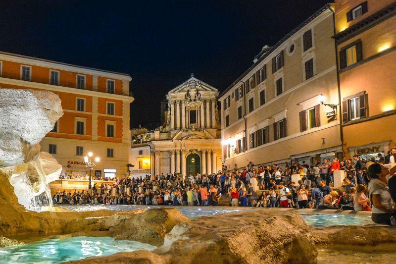 Lo que ocurre en la fontana di Trevi es un ejemplo de la masificación del turismo cultural