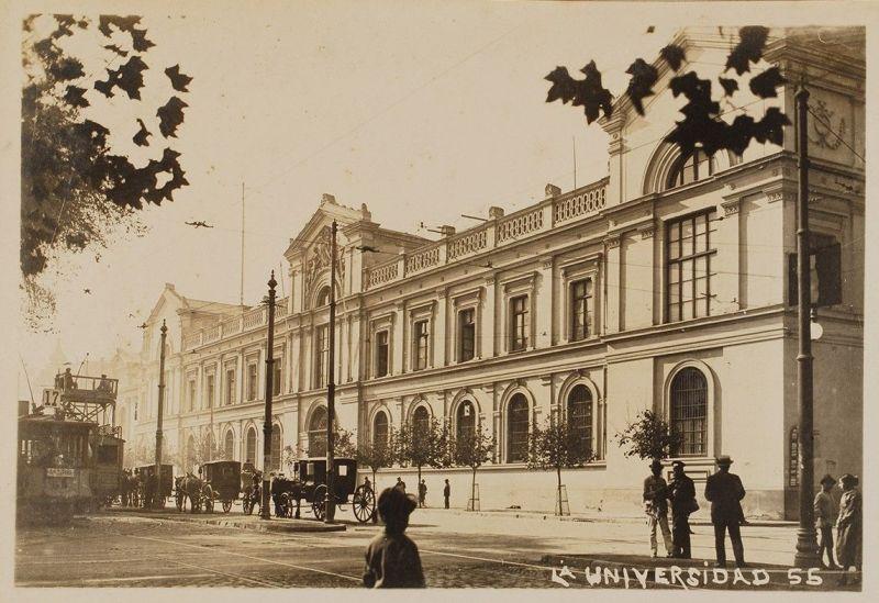 Fotografía de la Universidad de Chile, donde ejerció Vendel-Heyl, editor de Lucrecio, como profesor.
