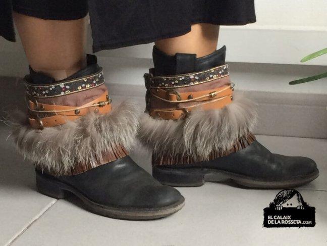 Cubre botas o sandalias, adornos