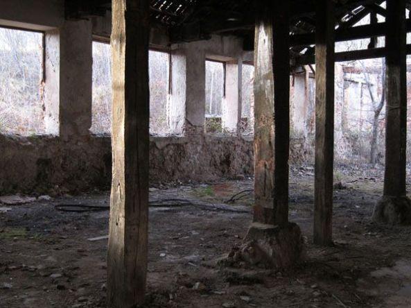 Ruinas de las ántiguas fábricas de bronce. Riópar.