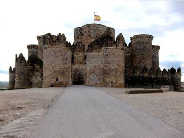Puerta principal del Castillo de Belmonte