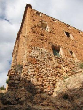 Convento de las Carmelitas Descalzas desde la base de la acequia.