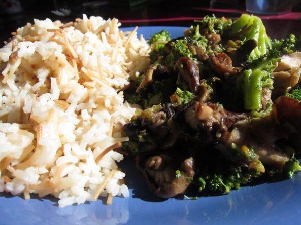 brocoli con shiitake y arroz al estilo árabe