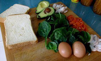 Sándwich de huevo y aguacate